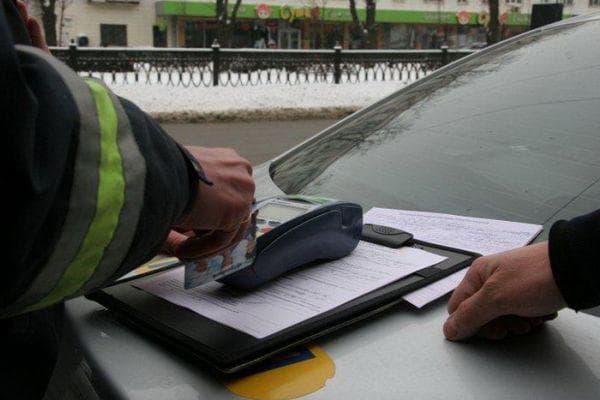 Какой штраф за невписанного в страховку водителя